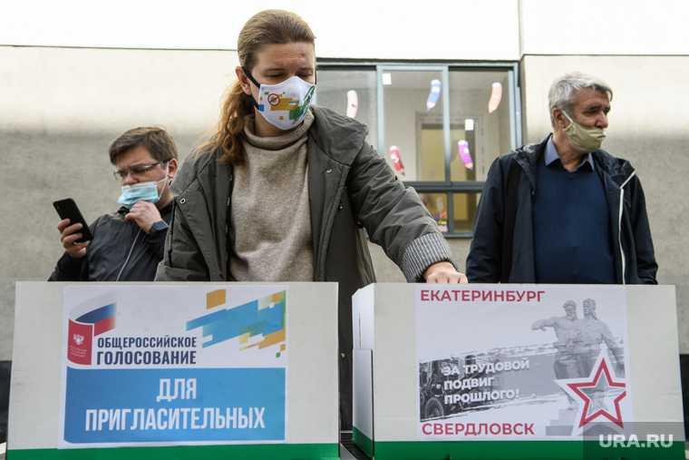 Презентация шатров для голосования за поправки в Конституцию РФ. Екатеринбург