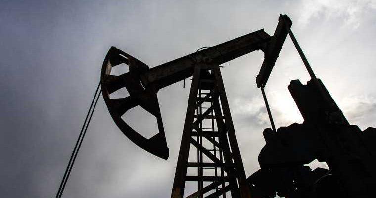 затяжной характер пандемии в мире может снова привести к падению цен на нефть