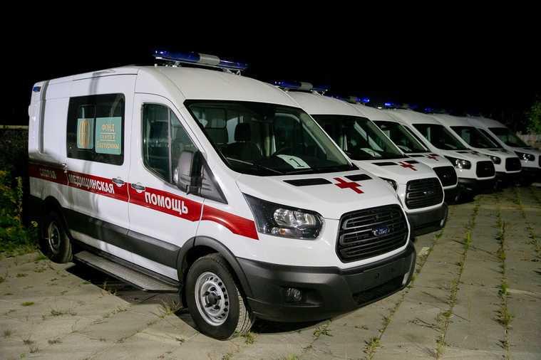 В Екатеринбург прибыли новые машины скорой помощи. Их купил фонд уральских меценатов