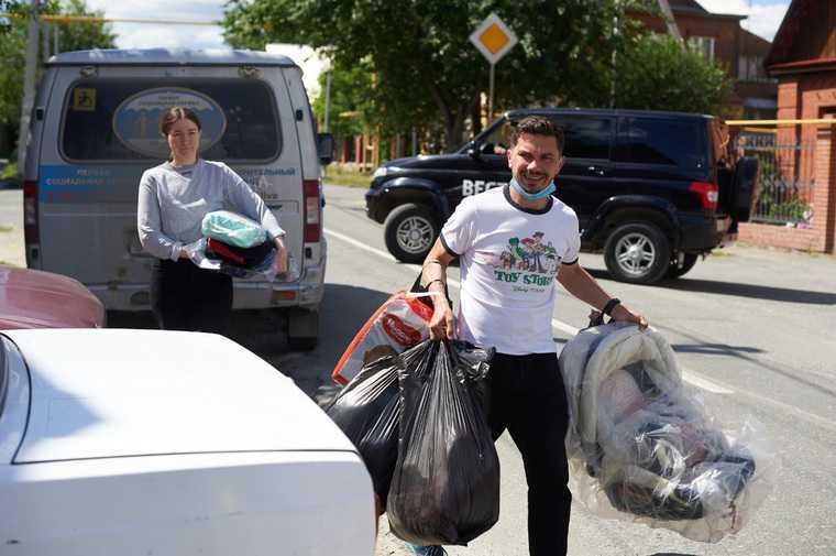 Жители Екатеринбурга поделились тоннами одежды с бедными