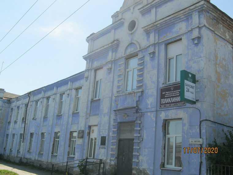 Свердловчане пожаловались на ужасные условия в поликлинике. Там ждут министра. ФОТО