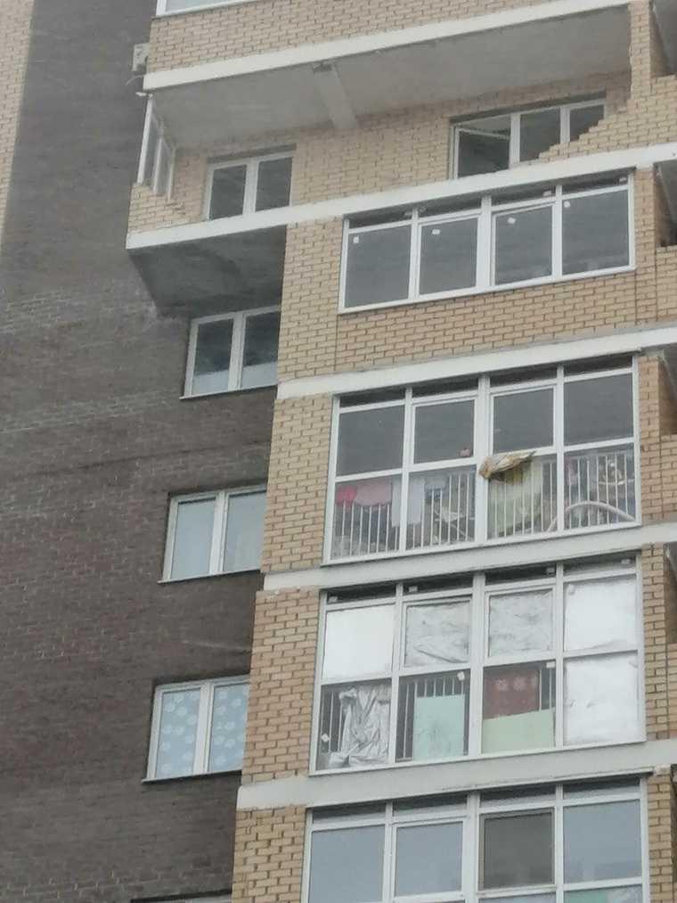 В Тюмени ураганом сносило строительные краны и балконы. ФОТО