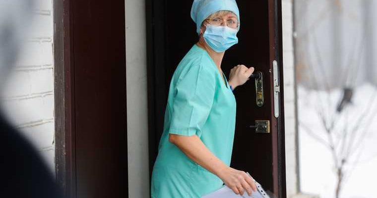 Выплаты врачам ЯНАО коронавирус урезают в два раза