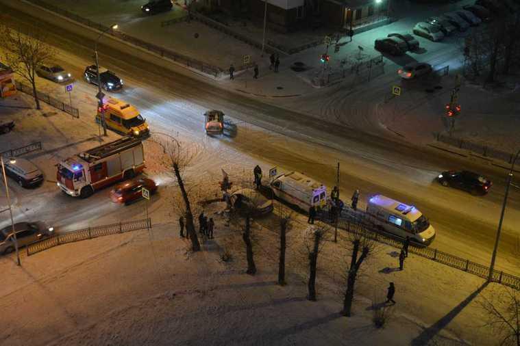В Екатеринбурге произошла авария с участием нескольких машин. Есть жертвы