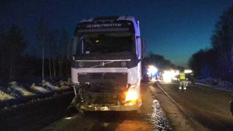 Двое детей и трое взрослых погибли в ДТП под Екатеринбургом. Фото, видео