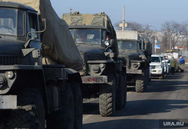 в Крыму броневик протаранил легковой автомобиль