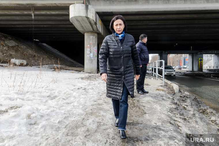 Наталья Котова на объезде районов города, контролирует уборку снега на дорогах и тротуарах. Челябинск