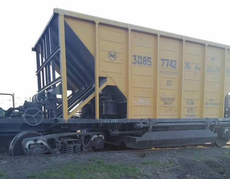 В Курганской области три вагона сошли с рельсов из-за гнилых шпал. Фото
