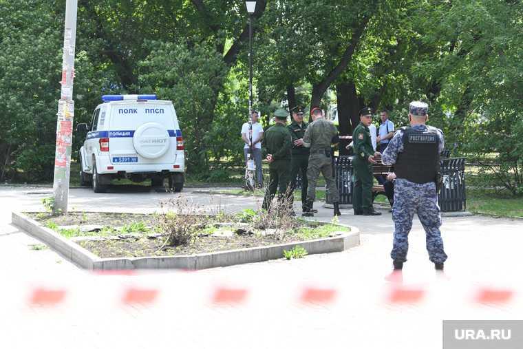 мужчина напал с ножом перестрелка ЖД вокзал Екатеринбург