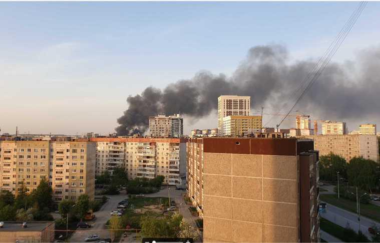 Район Екатеринбурга заволокло дымом от пожара