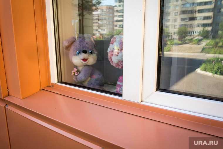 Челябинск мальчик выпал из окна