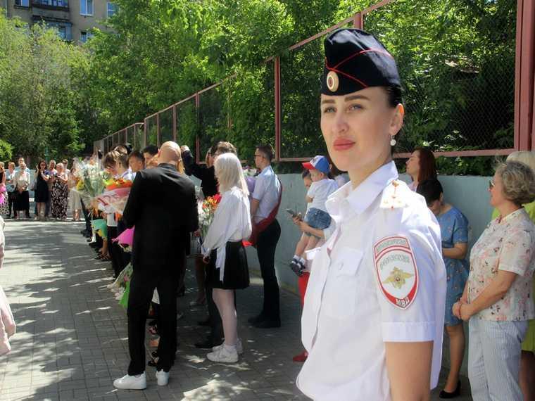 В Челябинске последние звонки взяли под усиленную охрану. Фото