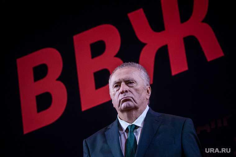 Жириновский конфисковал алкоголь на ПМЭФ