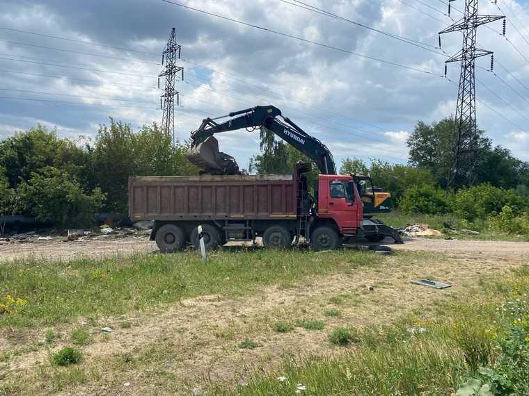 Свердловский олигарх помог челябинцам снести незаконные заводы. Фото
